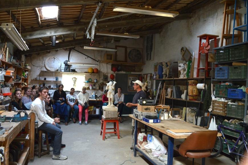 El interior del taller de Miguel.