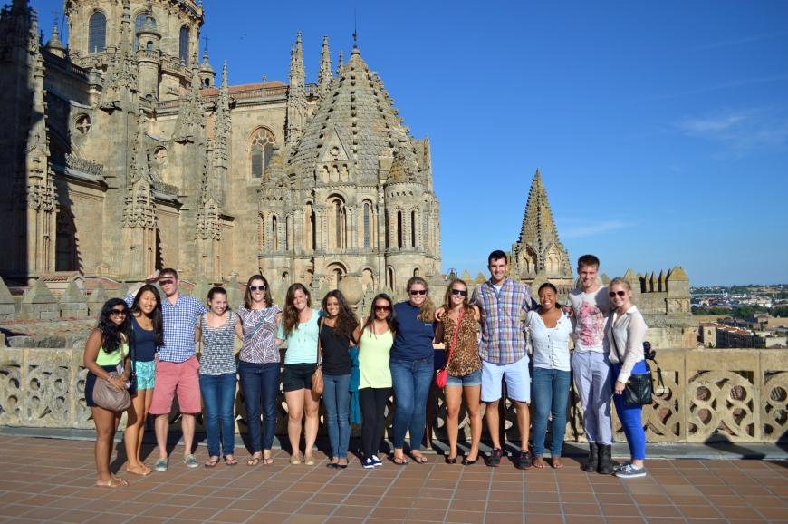 El grupo frente a las catedrales.