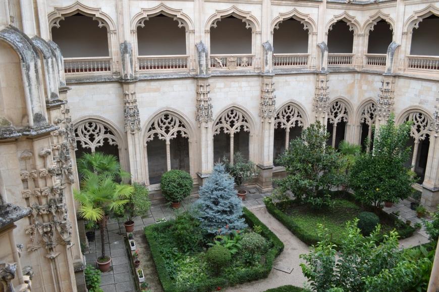 Interior del claustro del monasterio de San Juan de los Reyes.