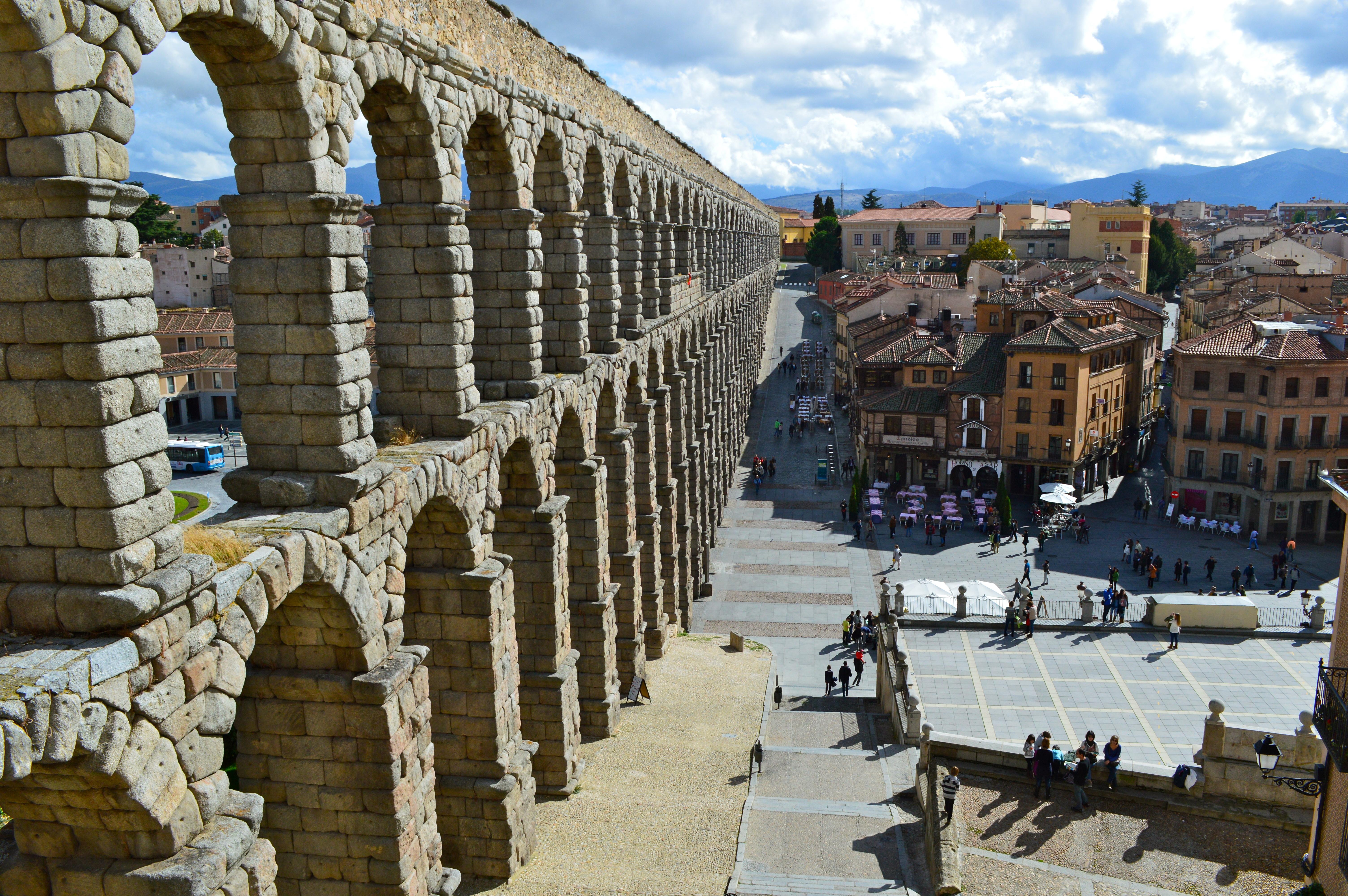 Fall 2013 la historia de segovia a trav s de su arquitectura johns hopkins program in madrid - Acueducto de segovia arquitectura ...