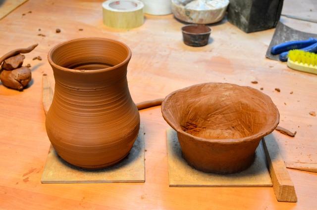 Obra modelada en el torno y obra modelada a mano.