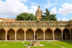 Torre de la catedral desde las Escuelas Menores