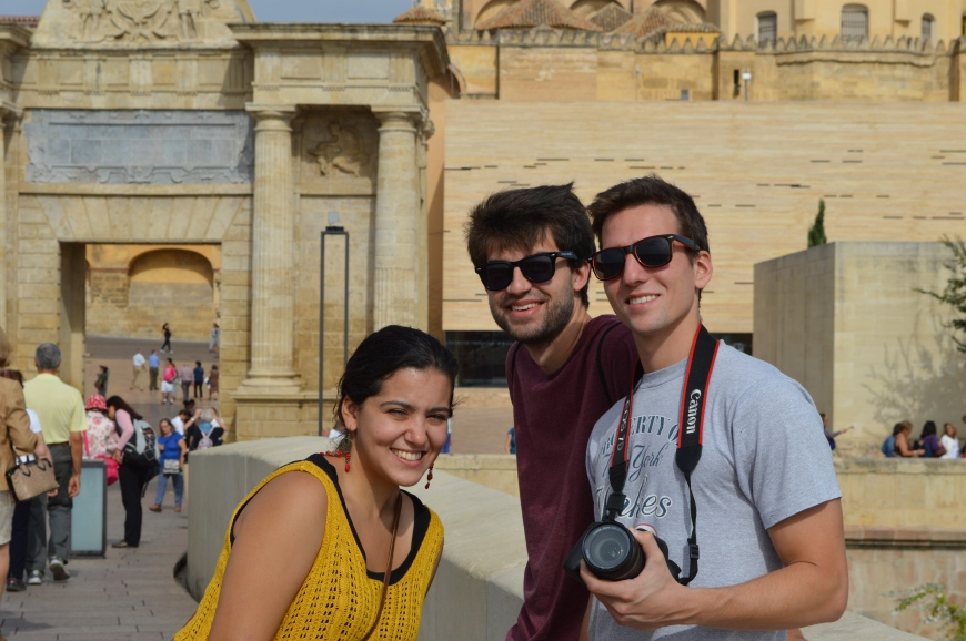 Victoria, Jon y Alex.