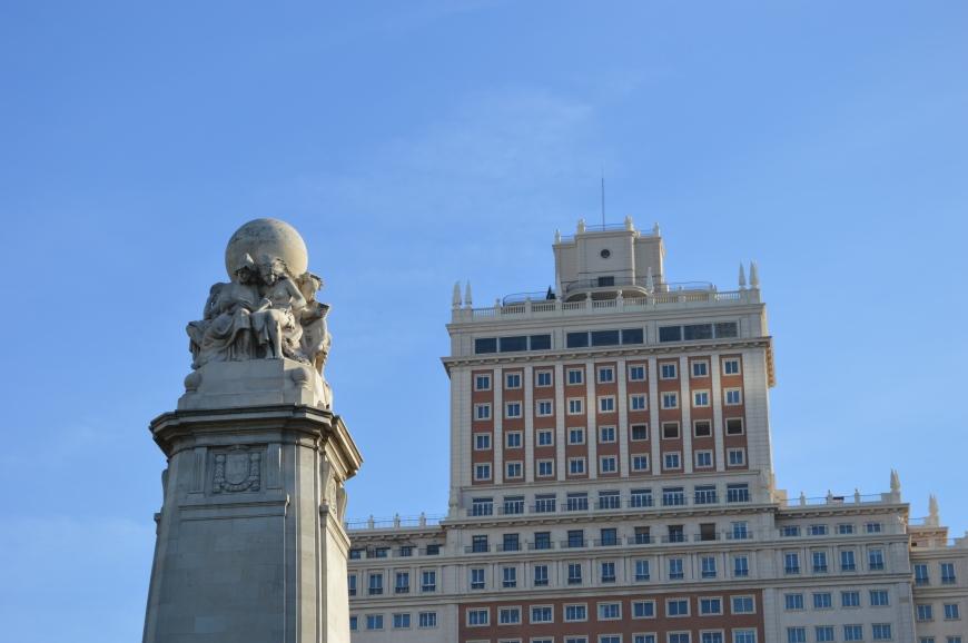 Collage de edificios en la Plaza de España.
