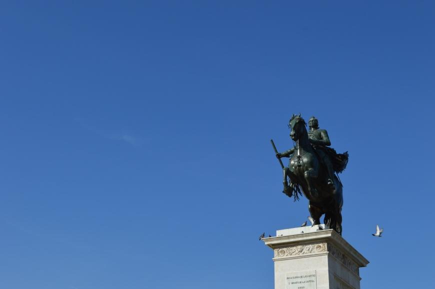Estatua de Felipe IV en la Plaza de Oriente.
